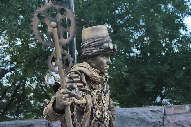 Живые статуи украсили улицу Рождественскую. Фото: Николай Карпов/Великая Эпоха (The Epoch Times)