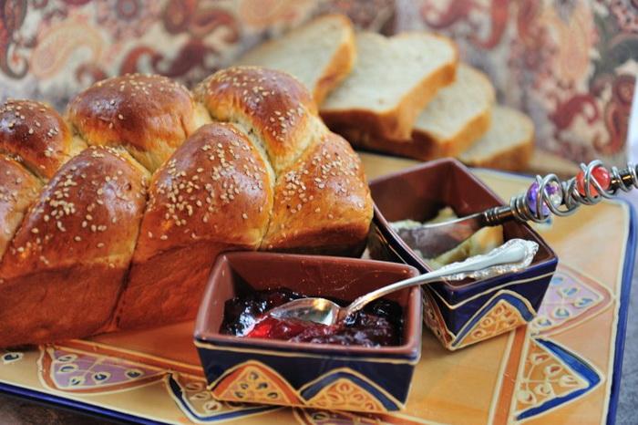 Самодельный пористый хлеб. Фото: Cat Rooney/Великая Эпоха (The Epoch Times)