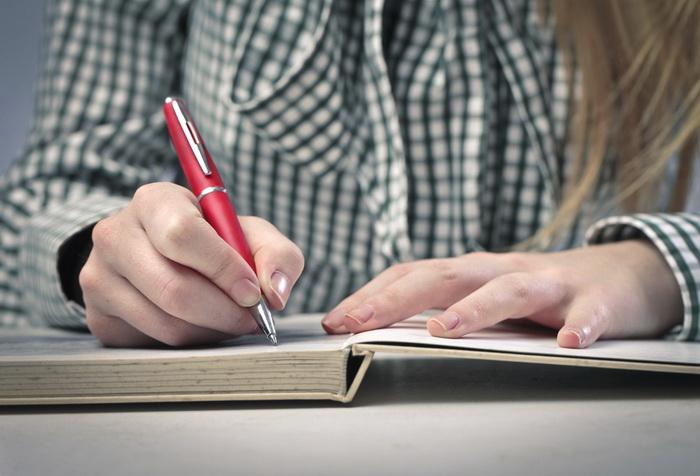 Красная ручка. Фото: Shutterstock*