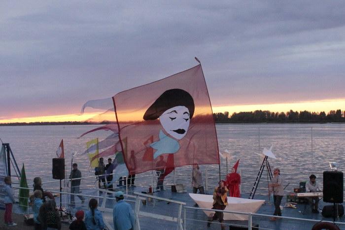 Финальная сцена шоу «Корабли, рыбы и птицы». Фото: Николай Карпов/Великая Эпоха (The Epoch Times)