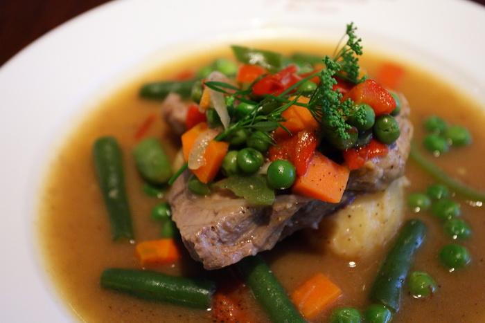 Cуп из варёной баранины с овощами. Фото: Teruhide Tomori/flickr.com