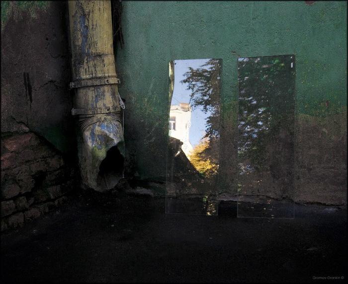 Осень приютилась у водосточной ... Фото: Игорь Громов-Дранкин