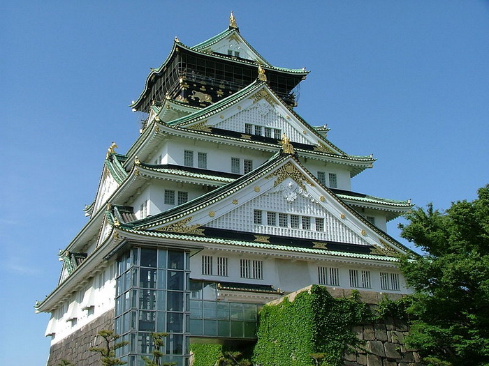 Пятиэтажный самурайский замок в городе Осака, который играл ключевую роль в японской истории конца XVI — начала XVII столетий. Замок был построен в 1585-98 годах полководцем Тоётоми Хидэёси по образцу замка Адзути. Фото: File Upload Bot/commons.wikimedia.org