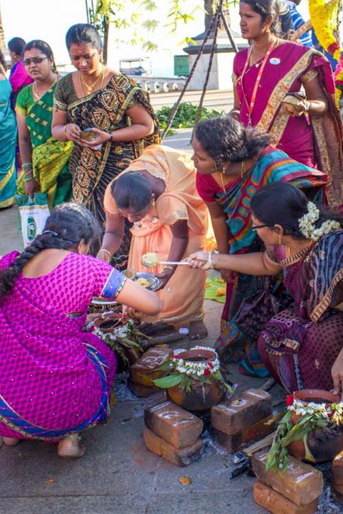 Церемония приготовления понгала — сладкого блюда из риса первого урожая. Праздники в Индии. Фото: Татьяна Виноградова/ Великая Эпоха (The Epoch Times)