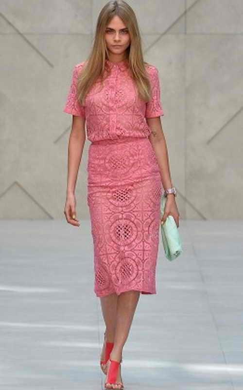 Кара Делевинь   участвует в показе весенне-летней коллекции-2014 Burberry Prorsum во время недели моды в Лондоне 16 сентября 2013 г. Фото: BEN STANSALL/AFP/Getty Images