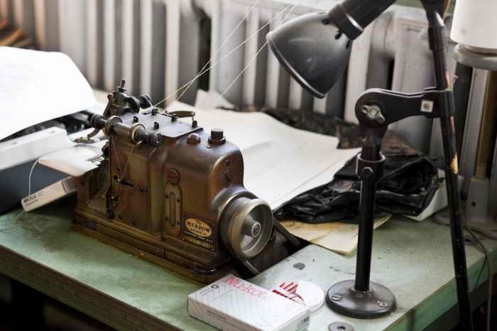 Старомодный оверлок для обработки кромок образцов. Фото: SamiraBouaou/Epoch Times