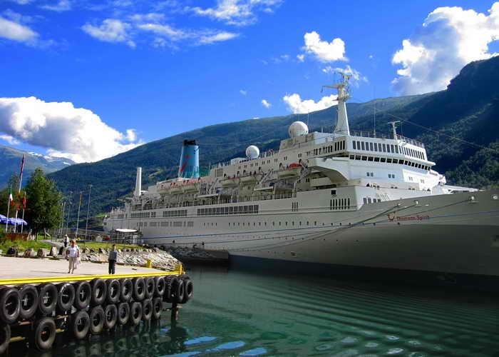 Можно наблюдать фьорды с борта круизного лайнера. Фото: Ирина Рудская/Великая Эпоха (The Epoch Times)
