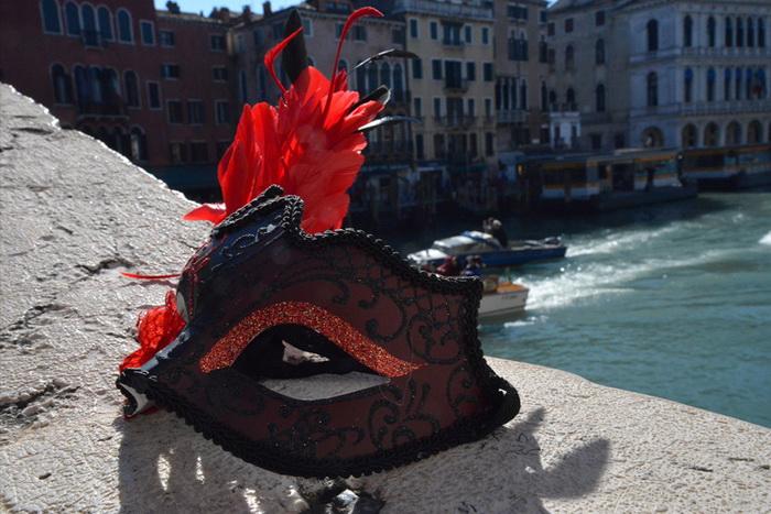 Венецианский карнавал 2014 собрал рекордное число участников в воскресенье, 23 февраля. Фото: Marius Iacob / Epoch Times