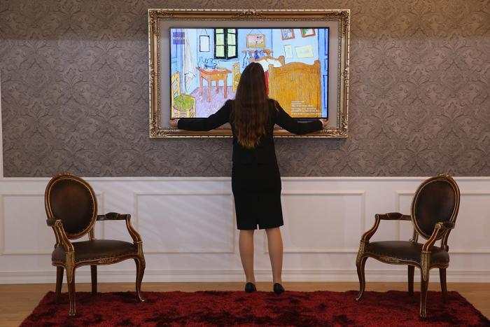 Телевизор LG GALLERY OLED нового поколения на открывшейся 53-й международной выставке бытовой электроники IFA 2013 в Берлине 5 сентября 2013 года. Фото: Sean Gallup/Getty Images