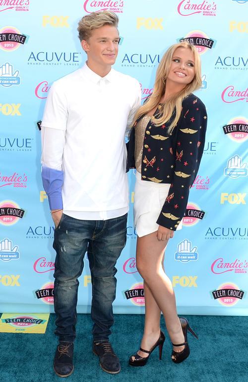 Певец Коди Симпсон и Алли Симпсон . Ежегодную премию США «Выбор подростков» (Teen Choice Awards-2013) вручили 10 августа 2013 года в Калифорнии. Фото: Jason Merritt/Getty Images