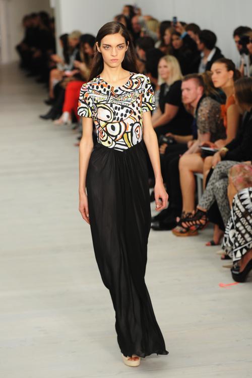 Модный британский дизайнер Мэтью Уильямсон продемонстрировал коллекцию Matthew Williamson 2014 года на Неделе моды в Лондоне 15 сентября 2013 года. Фото: Stuart C. Wilson/Getty Images