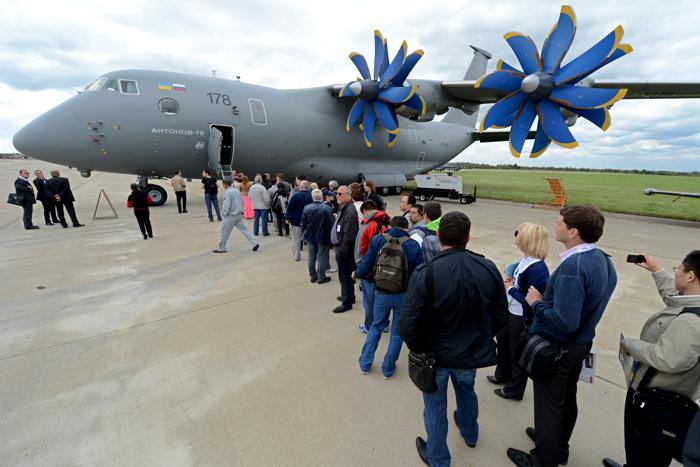 Самолёт АН-70 на открытии Международного авиационно-космического салона МАКС-2013 в Жуковском 27 августа 2013 года. Фото: KIRILL KUDRYAVTSEV/AFP/Getty Images