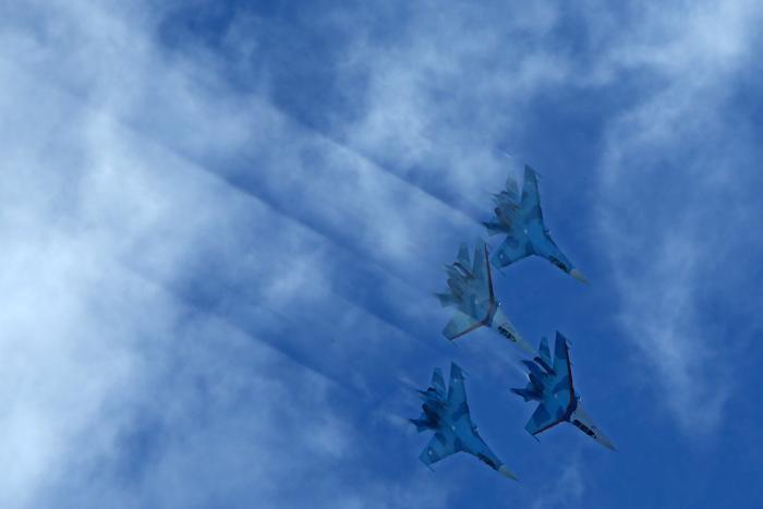 Российские истребители Су-27 выступили на открытии Международного авиационно-космического салона МАКС-2013 в Жуковском 27 августа 2013 года. Фото: KIRILL KUDRYAVTSEV/AFP/Getty Images