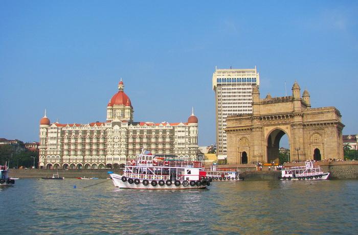 Ворота в Индию и отель. Фото: Shutterstock*