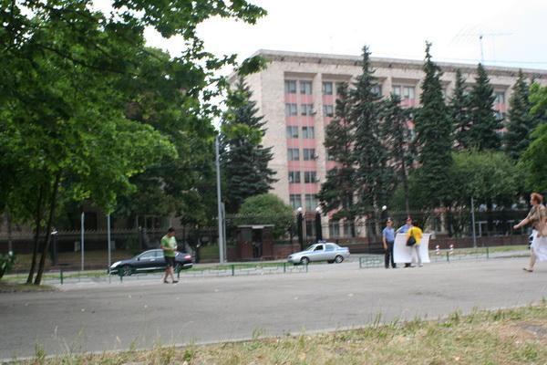 У посольства Китая в Москве прошла акция «11 лет противостояния». Фото: Светлана Ким/Великая Эпоха