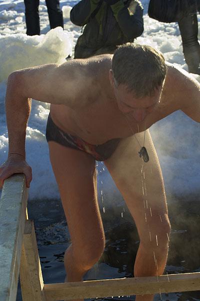 Крещенские купания на Неве. Фото: Лора Ларсиа/Великая Эпоха/The Epoch Times