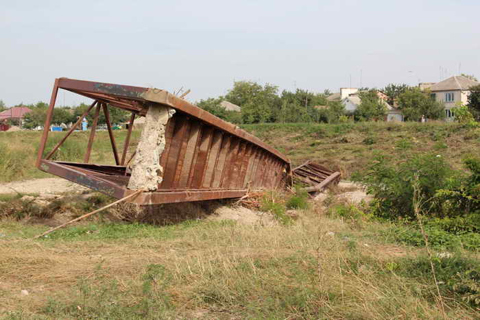 Сорванный мост. Фото: Александр Трушников/Великая Эпоха (The Epoch Times)
