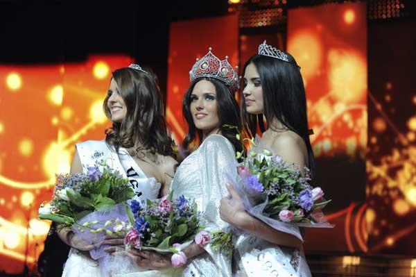 Мисс Россия-2010 Ирина Антоненко. Фото: MICHAEL ECKELS/AFP/Getty Images