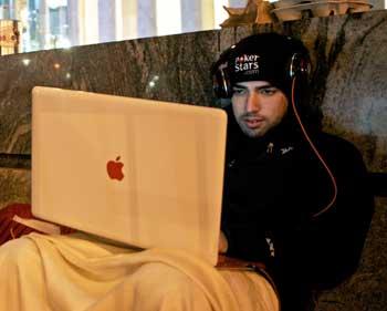 """В Москве задержана банда хакеров, зарабатывающая на """"черном экране смерти"""".Фото:David Goldman /Getty Images"""