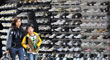 Ядовитые товары из Китая. Фото: MIKE CLARKE/Getty Images
