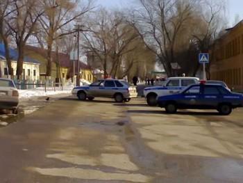 На время переговоров с захватчиком Фроловского РОВД в городе перекрыли улицу Народную. Фото: pro-volgograd.ru