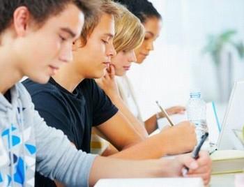 ЕГЭ по математике сдают сегодня выпускники всех российских школ. Фото: gorod55.ru