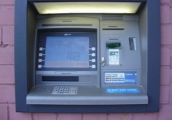 Банкоматы будут информировать о стоимости своих операций. Фото: gorod.cn.ua