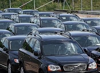 Чиновники Петербурга покупают служебные машины почти по 2 млн рублей. Фото с fontanka.ru