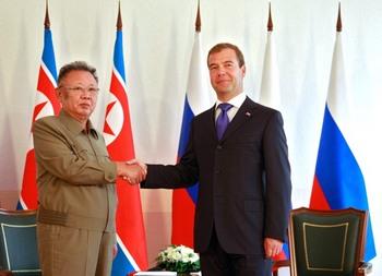 Медведев и Ким Чен Ир ведут переговоры в Сосновом бору. Фото: should read DMITRY ASTAKHOV/AFP/Getty Images