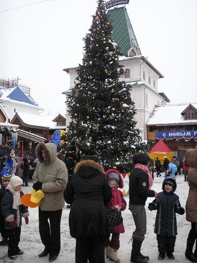 Семейный праздник в зимней деревне.  Культурно-развлекательный комплекс «Кремль в Измайлово». Фото: Анатолий Белов/Великая Эпоха
