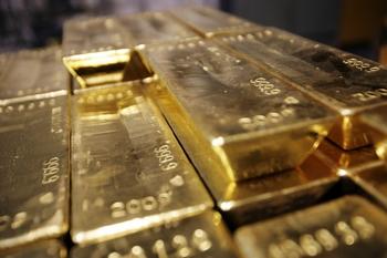 Российские граждане в панике скупают  золото. Фото:AFP PHOTO/Sebastian Derungs/Getty Images