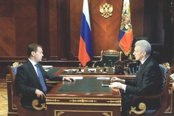 Дмитрий Медведев и Андрей Фурсенко. Фото:VLADIMIR RODIONOV/AFP/Getty Images