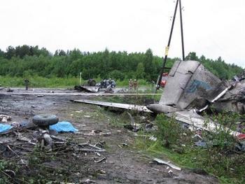 Число жертв авиакатастрофы под Петрозаводском возросло до 45. Фото с dp.ru