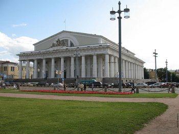 Здание Биржи в Петербурге меняет владельца. Фото с oboi-812.narod.ru