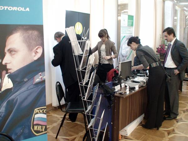 Выставка образцов специальной техники и программных продуктов. Фото: Максим Кочетков/Великая Эпоха (The Epoch Times)