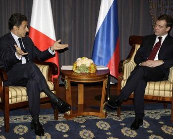 Президент России Дмитрий Медведев и президент Франции Николя Саркози. Фото: VLADIMIR RODIONOV/AFP/Getty Images