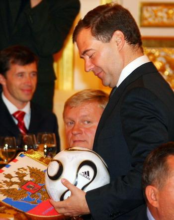 Президент Дмитрий Медведев. Фото: ALEXANDER NEMENOV/AFP/Getty Images