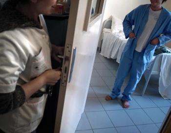 Остановим необоснованное недобровольное психиатрическое лечение в России. Фото: JEAN-PHILIPPE KSIAZEK/Getty Images