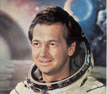 Летчик-космонавт Виталий СевастьяновФото с сайта astronaut.ru