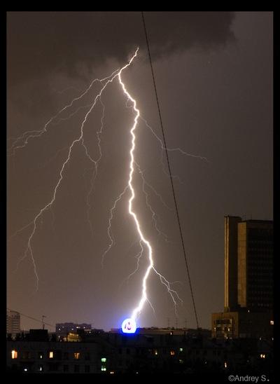 Гроза и сильный ветер в Москве стали причиной ранений девяти человек. Фото с сайта club.foto.ru