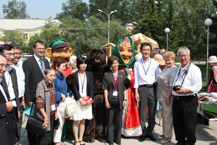 Делегация из японского города – побратимы Наоми на празднике. Фото: Николай ОШКАЙ/Великая Эпоха (The Epoch Times)