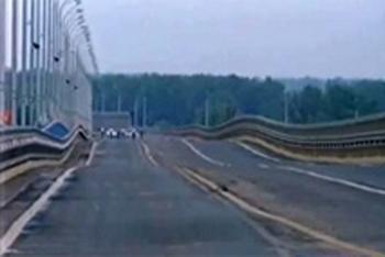 В подводной части «танцующего моста» специалисты не выявили никаких дефектов. Фото с сайта  vesti.kz