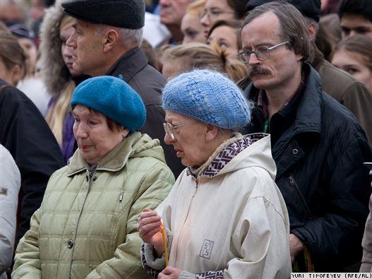 У Театрального центра на Дубровке почтили память жертв ...: http://www.epochtimes.ru/content/view/41726/3/