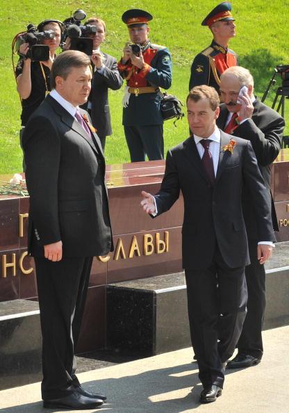 На открытии памятного знака города воинской славы. Фото: Alexey SAZONOV/AFP/Getty Images