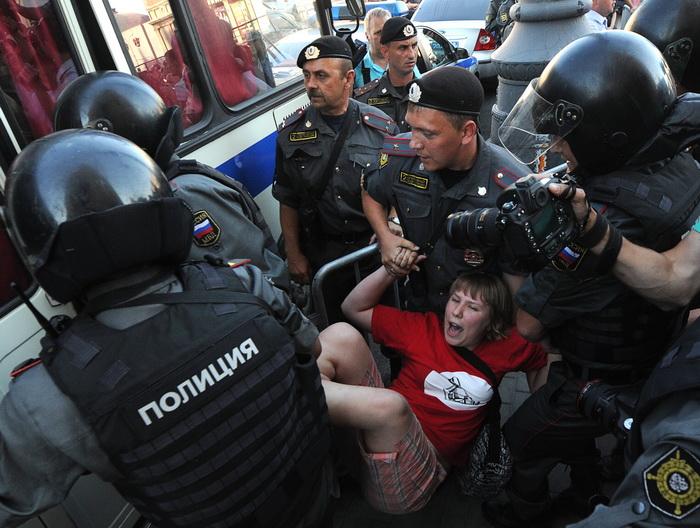 Полиция России арестовывает участников митинга за 31 статью Конституции  РФ.  Фото: ANDREY SMIRNOV/AFP/GettyImages