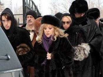 Алла Пугачева похоронила брата Евгения в День защитника Отечества. Фото с сайта wek.com.ua