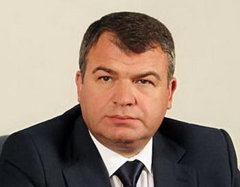 Глава министерства обороны России Анатолий Сердюков. Фото с сайта  klerk.ru