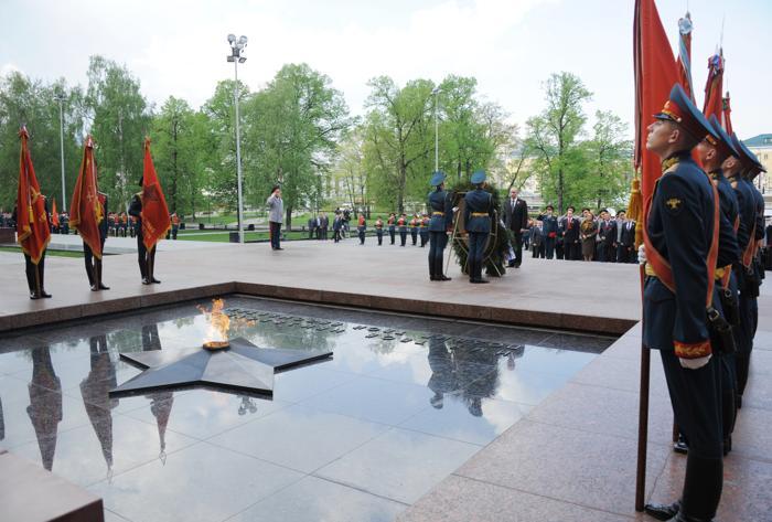 Ветеранам Второй мировой войны была посвящена праздничная церемония у могилы Неизвестного Солдата в Москве. Фоторепортаж. Фото: YANA LAPIKOVA/AFP/GettyImages