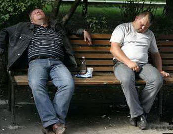 Алкоголизм в России. Фото с сайта russlav.ru