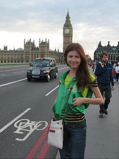 Анна Чапман в Лондоне. Фото с сайта cbsnews.com